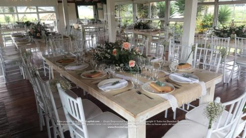 boda mesa vintage madera tiffany blanca camino yute (3)