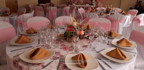 mesa postres carreta arco globos rosado (7)