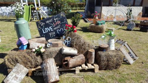 tematica vintage stand troncos velas heno letras nombre